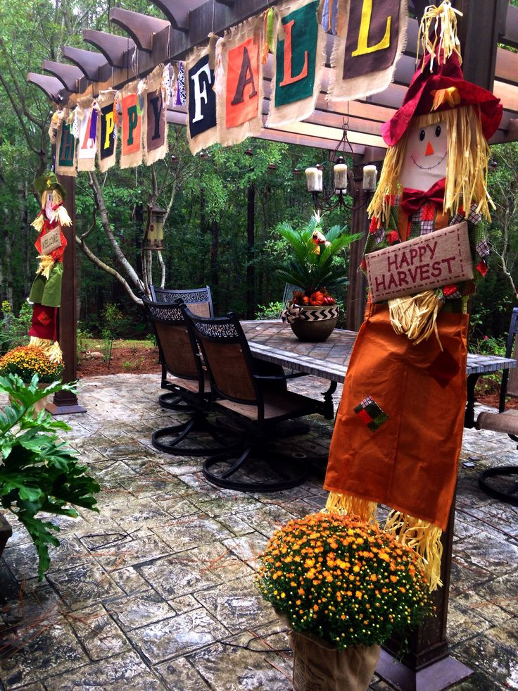 Fall decorations for patio