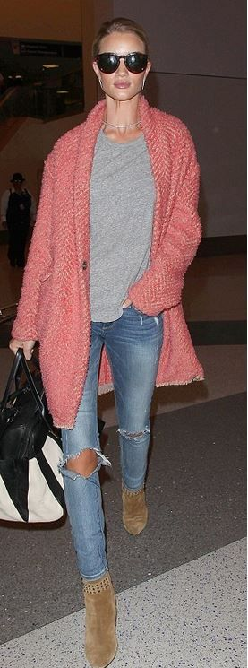 Who amde Rosie Huntington-Whiteley's gold jewelry, blue ripped jeans ...