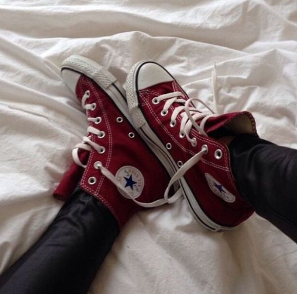 Maroon converse , I love these!