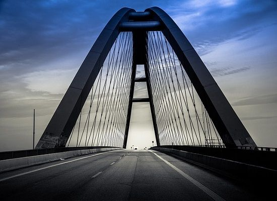 Τροπολογία - γέφυρα για την επαγγελματική εκπαίδευση    Τροπολογία-γέφυρα για τη μετάβαση σε ένα  αναβαθμισμένο Επαγγελματικό Λύκειο κατέθεσε στο νομοσχέδιο για την  Έρευνα που συζητείται στην Ολομέλεια της Βουλής ο Υπουργός Παιδείας  Έρευνας και Θρησκευμάτων Νίκος Φίλης.  Με την τροπολογία αυτή τίθενται σε  εφαρμογή προτάσεις της υποεπιτροπής του Εθνικού και Κοινωνικού Διαλόγου  για την Επαγγελματική Εκπαίδευση καθώς ορίζεται ότι η Α τάξη έχει  ενιαίο πρόγραμμα και διδάσκονται μαθήματα…