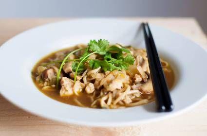 Chinese noedelsoep met kip en groenten