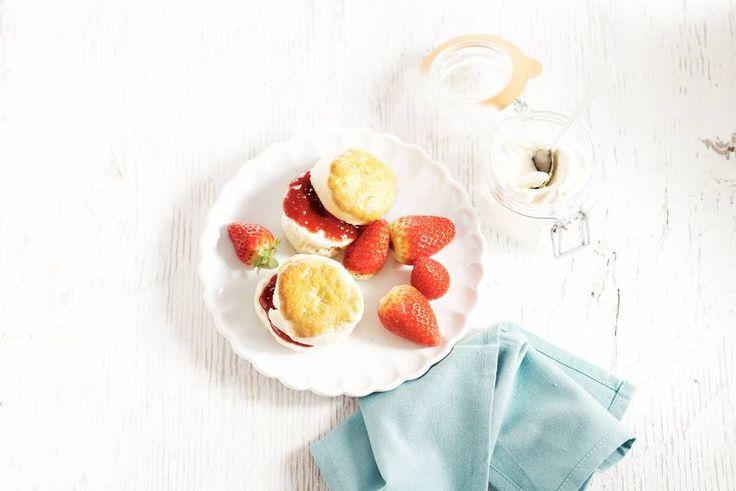 Maak deze scones extra lekker met vers fruit en mascarpone - Recept - Allerhande