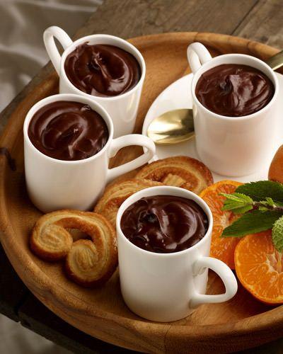 Bitter çikolatalı sütBitter çikolatanın faydaları sık sık karşımıza çıkar. Bu içeceği atıştırmalık değil kahvaltı gibi bir öğün yerine tüketebilirsiniz. 400 kalori civarında olduğundan uzun süre sizi tok tutacaktır.