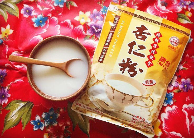 Today's hot drink apricot almond milk from Taiwan.  台湾で食べたとき衝撃を受けた温かい杏仁 訪れた時は記録的な寒さだったから いいタイミングではあったんだけど 葛湯のようなトローリ感が体を温める 他にも疲労回復咳止め貧血予防整腸美肌の効能が期待できるそうで  袋デカすぎで飲みきれるかな . . #taiwan #almond #package #tea #airtrip #supermarket #souvenir #台湾 #杏仁 #パッケージ #旅 #雑貨 #今日の飲み物 #エア旅行 #スーパーマーケット #世界のお土産