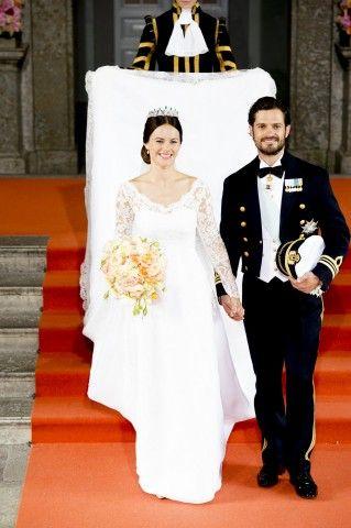13 giugno 2015 – Carl Philip e Sofia lasciano la Cappella del Palazzo reale di Stoccolma dopo le nozze.