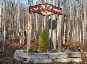 Welcome to Curve Lake Sign