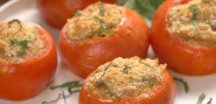 It's the height of tomato season, and we're looking for all the possible ways to enjoy this fresh summer fruit. Today's favorite? Sausage-Stuffed Tomatoes!