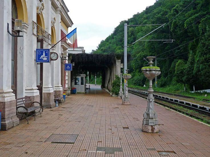 Cea mai frumoasă și plină de istorie gară din România : Gara CFR Băile Herculane FOTO
