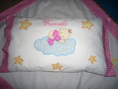 almohada decorada con aplicaciones en tela aplique bebe nube estrellas