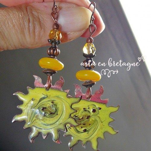 Boucles d'oreilles bohème, artisanal, cuivre émaillé et verre filé – accessoire femme, pour elle, idée cadeau ♥ SOLEILS ♥
