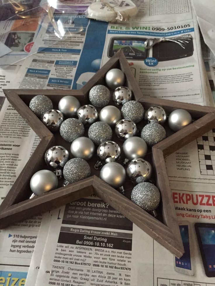Houten Kerstster gevuld met kerstballetjes !!