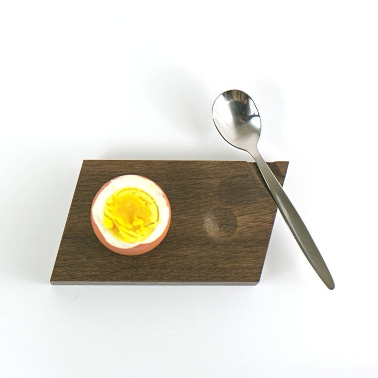 Fabulous Eierbecher aus ger ucherter Eiche mit Mulde f r die Eierkuppe