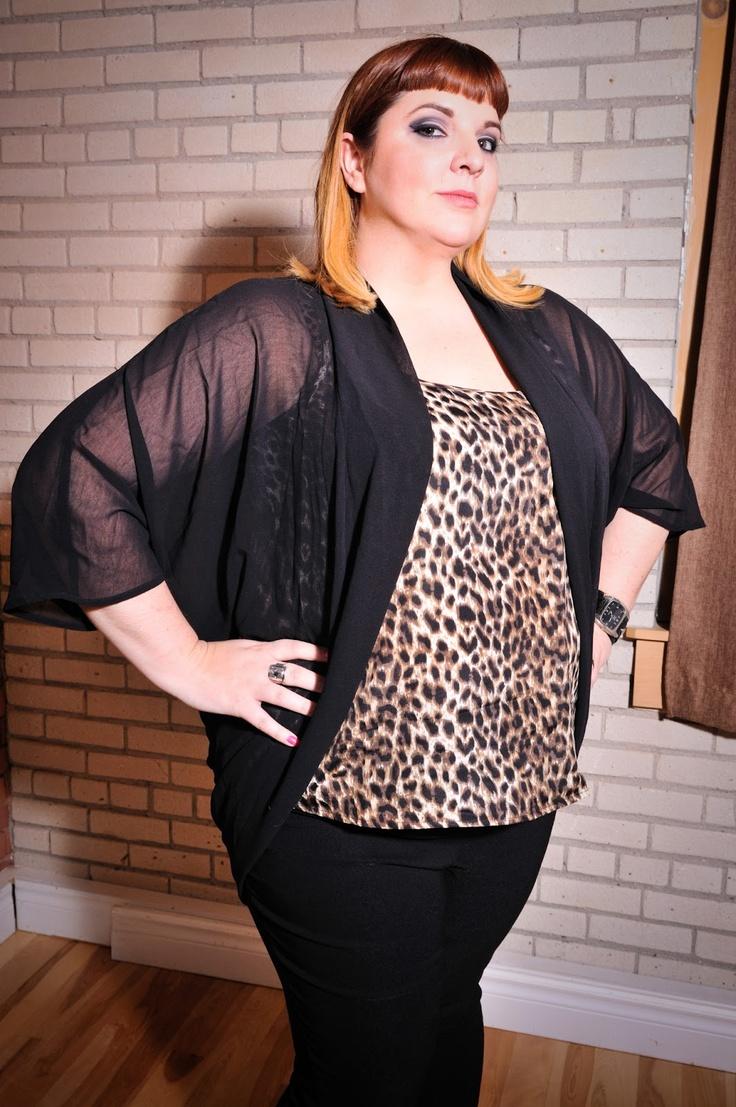 Kaftan noir uni. Taille: 2X / PRIX: 25.99$    Black kaftan, size 2X - Price: 25.99$