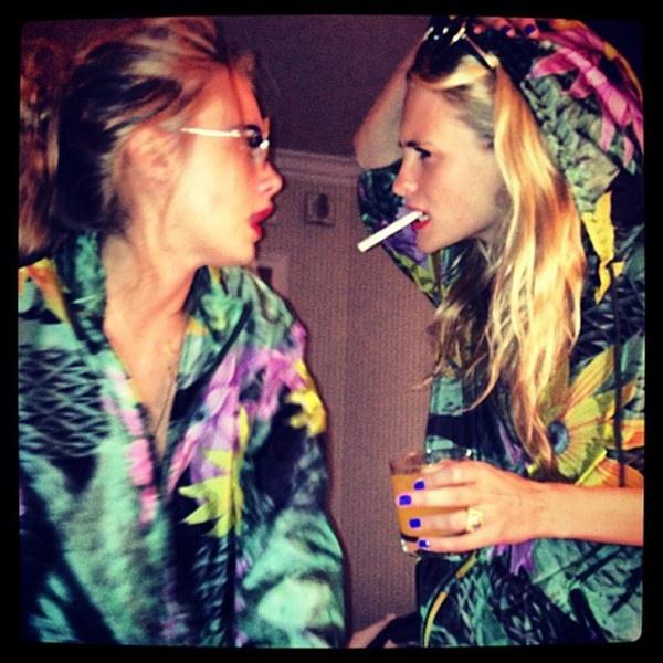 Cara and Poppy Delevingne reunite #sissys #fashionistasissys @Sarah Chintomby Det Swearingen