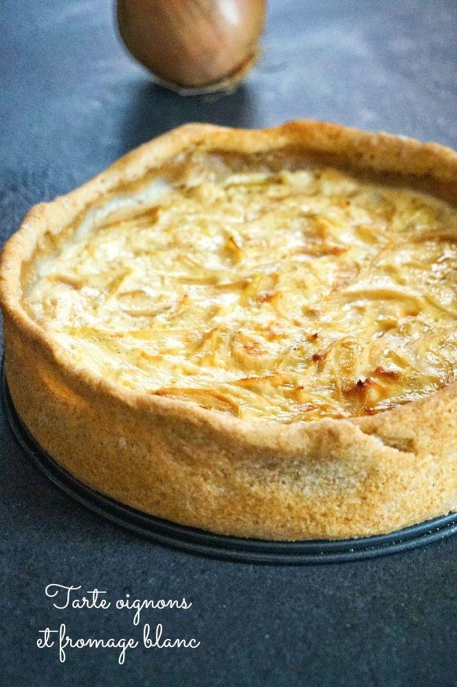 Aujourd'hui je vous présente une tarte au fromage blanc et aux oignons caramélisés, un must comme entrée ou plat léger avec une salade