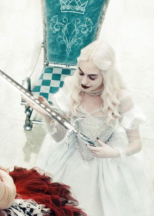 Anne Hathaway in 'Alice in Wonderland' (2010).