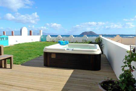 Kolla in det här härliga boendet på Airbnb: Casazep Helena - Oceanfront  i Corralejo