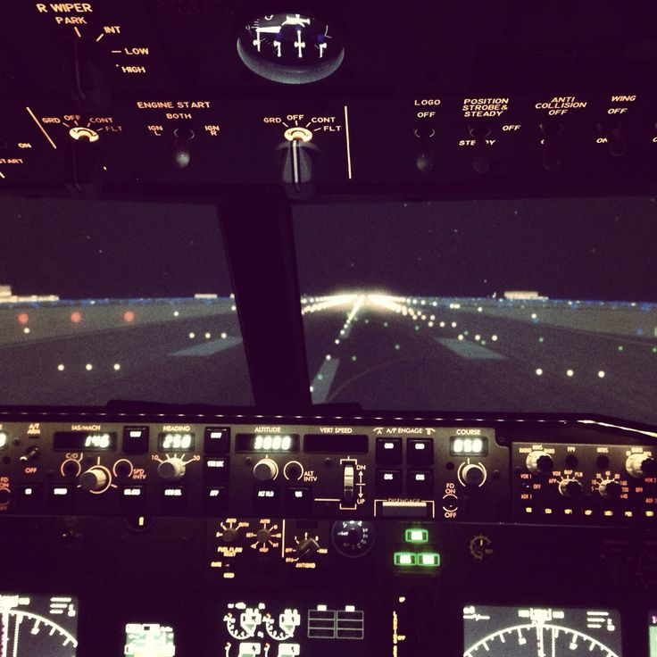 Night #takeoff at #hongkong #airport with the #boeing #737 #flight #simulator #aerosimexperience #Montreal #laval #canada Be ready for the opening! 24 October