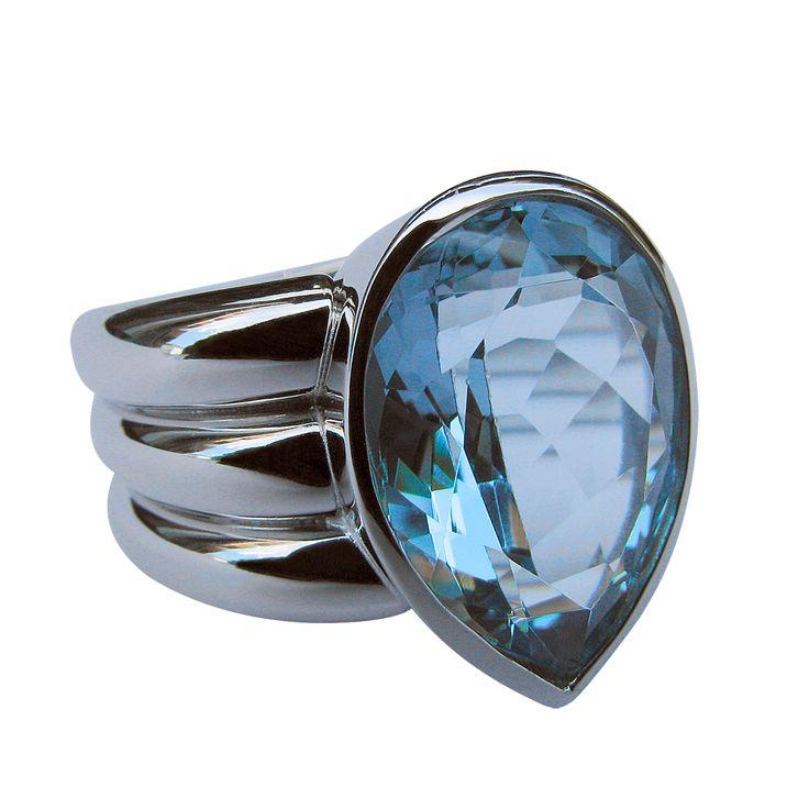 Bespoke platinum ring by Torill Isachesen