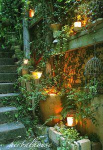 とっても日当たりの悪い枕木の階段を「妖精の森」にしたくて、 2週にわたってレンガ...
