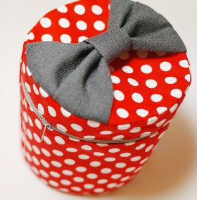Sweet! Make a cute, tall cylinder-shaped makeup bag with a bow that doubles as a handle!