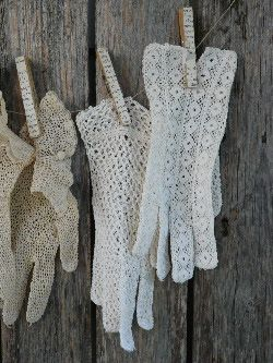 Shabby Chic Con Amore - Casa Shabby Chic decoupage clothespins lace gloves