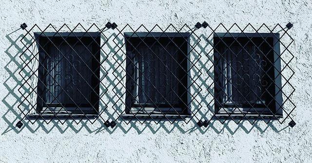 Shadow on the wall  Da daa Shadow on the wall  Da daaa  #shadows #window #hardlines #dslrphotography #dslr #canon #photography #photooftheday #photo #picoftheday #pictureoftheday #austrianphotographer #austrianphotographers #austrianart #kunsttirol