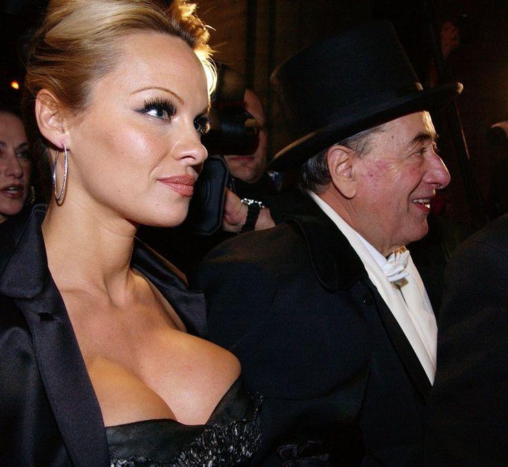 """2003 tauchte """"Mörtel"""" mit Pamela Anderson beim Opernball auf."""