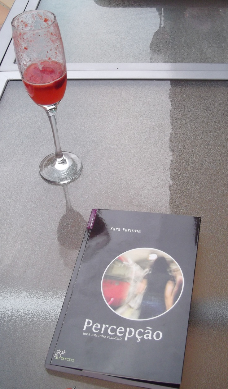 Percepção with strawberry champagne aside