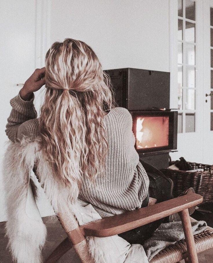 # girl # aesthetically #hair #curly #light #tumblr