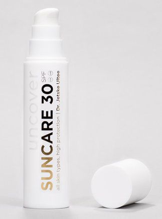 Dr. Jetske Ultee   Uncover Skincare   Zonnebrandcrème factor 30   Suncare SPF 30   Een zonnebrandcrème is dé antirimpelcrème en onmisbaar in de huidverzorging. #sunscreen #sun #protecting #ageing #wrinkels #antiaging #skincare #skin #tip
