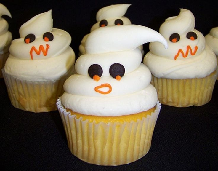 halloween cupcakes might have to make these for my special treats in my halloween buckets