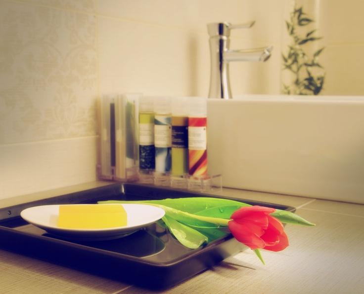 http://www.melian.gr/honeymoon-suite-milos.php