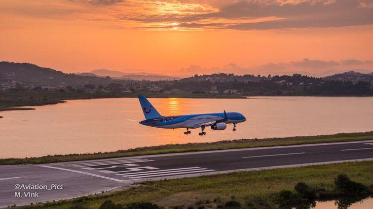 B757 de Thompson aterrizando con un paisaje espectacular de fondo: , por @Aviation_Pics