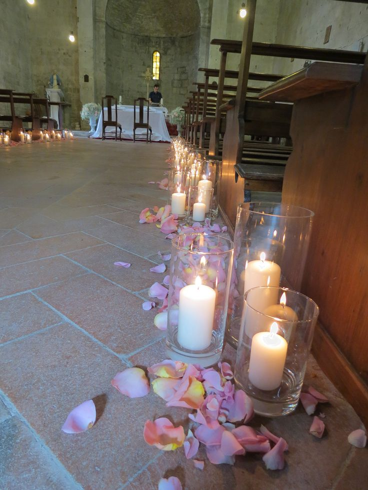 Cylinder glass with candles and pink rose petals. Event Planner : Wedding Italy.