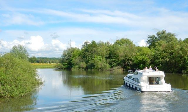 Bootsurlaub im Burgund   mit dem Boot durch die Franche-Comté