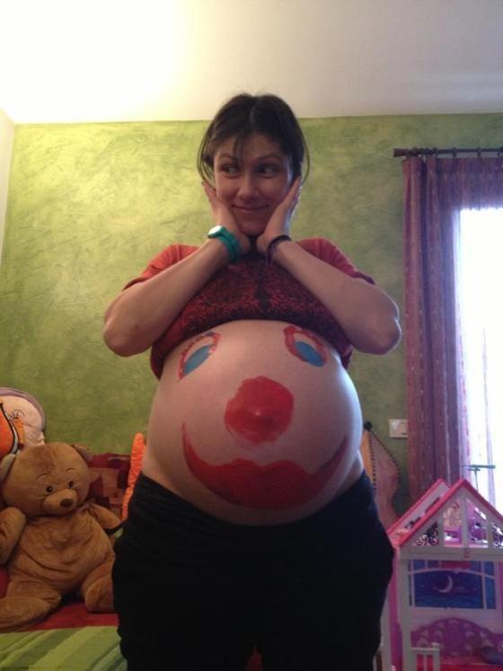elisa foto pancione Facebook gravidanza Elisa su Facebook con il pancione dipinto da clown http://gossip.legginotizie.com/elisa-su-facebook-con-il-pancione-dipinto-da-clown/