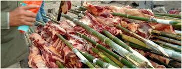 se preparan los chuzos, por lo general son de madera y se debe tener cuidado que no procedan de árboles olorosos