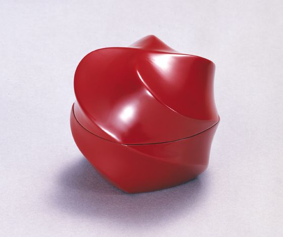 Red laquer urushi casket by Kuroda Tatsuaki (1904–1982)