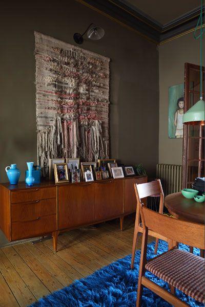 enfilade scandinave, vases bleu,tapis poil bleu
