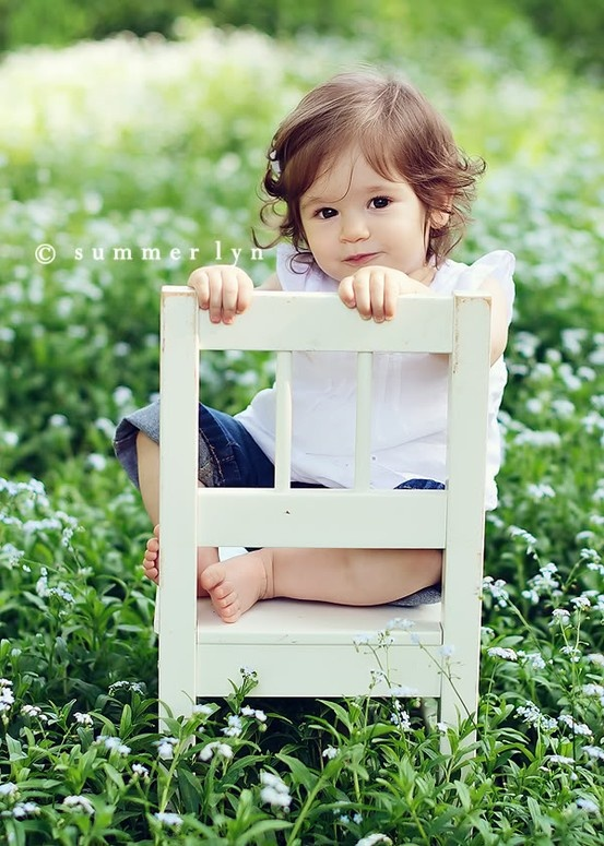 50 PHOTO IDEAS TO TAKE WITH CHILD... I like this for a one year old photo