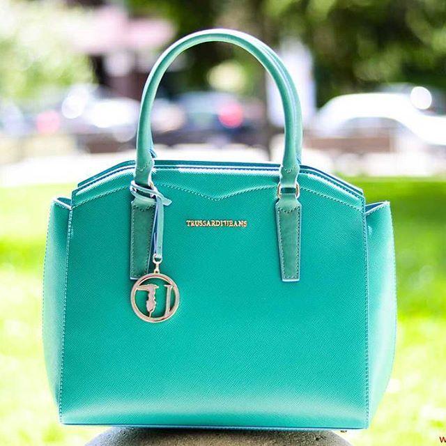 Today: Green_mood. Baulotto Trussardi verde smeraldo. € 139,00. ▶ Per Info e Acquisti: WhatsApp 3381942305, Facebook Pvt,  carpelpelletterie@gmail.com ◀    Link a: http://www.carpelshop.com/trussardi/trussardi-galapagos-baulotto-verde-smeraldo_651.html