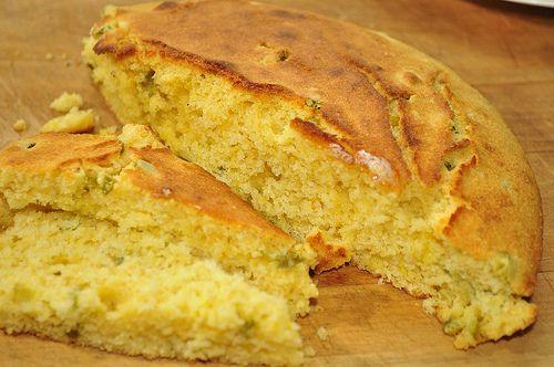 Cornbread(pan de maiz) es otra deliciosa receta americana muy típica del sur. Se sirve como guarnición con riquísimos platos como chili, pulled pork, y macaroni and cheese. Cada familia tiene su r...