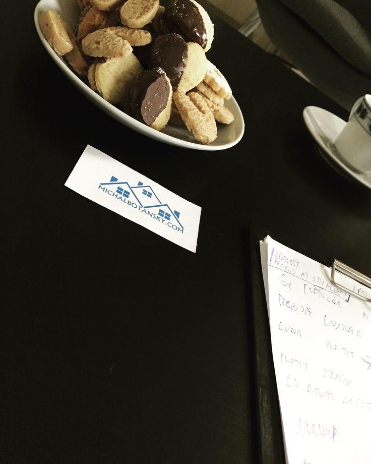 🇸🇰mám rád koláčiky, najlepšie mi chutia pri rozhovoroch o biznise. *z môjho biznisu - www.michalbotansky.com 🔼🔼🔼 . 🇬🇧I love cookies,  I like them best in business talks. *from my business - www.michalbotansky.com 🔼🔼🔼
