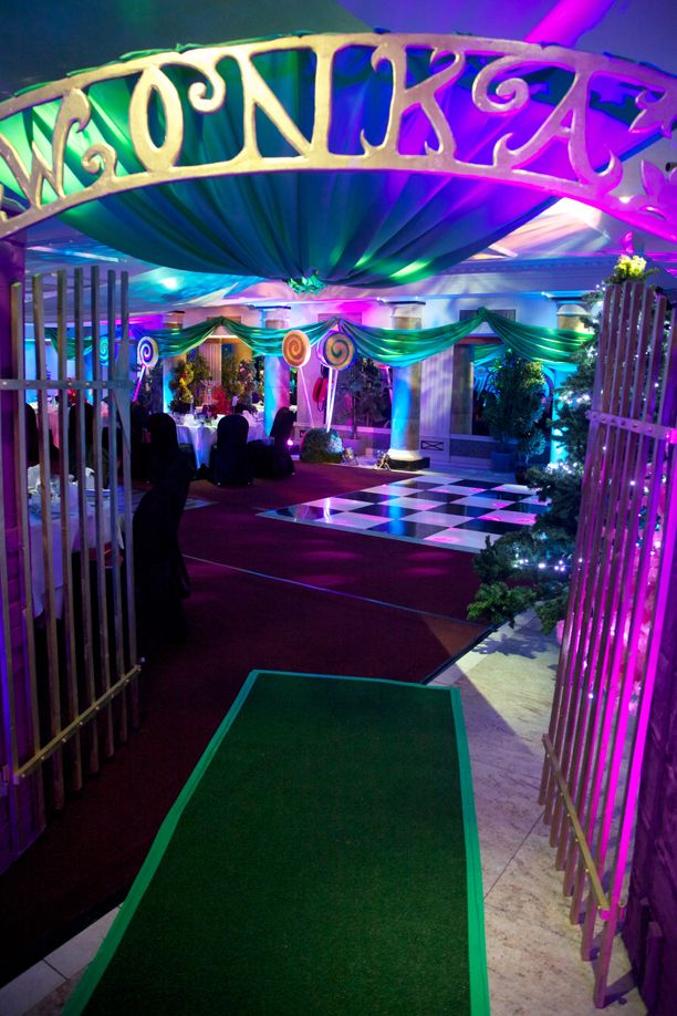 Delicious Delectable Treats Await You At Your Chocolate Factory Themed Party Walk Through The Entrance Gates And Choose Props To