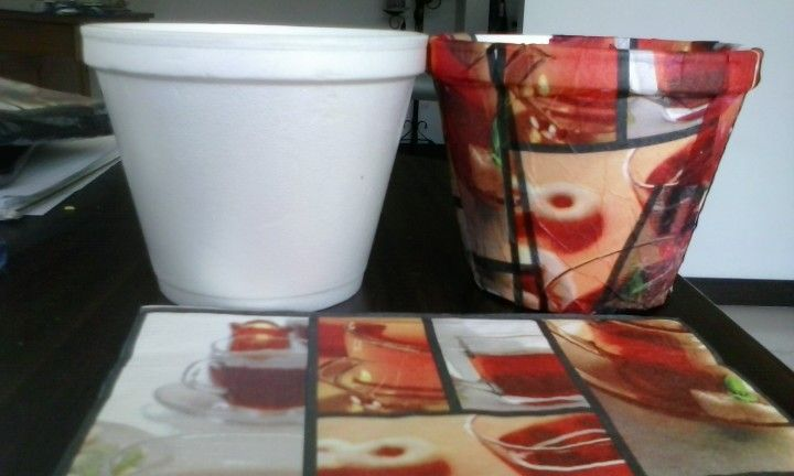 Icopor reciclado, decorado con servilletas. Serán materitas para el jardín.
