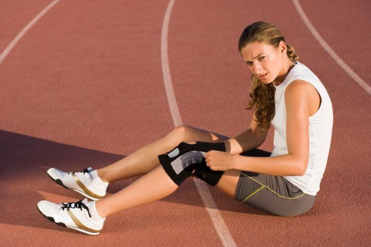 Cuando comenzamos a realizar una actividad física lo más probable es que sino tomamos una serie de precauciones suframos una lesión deportiva. Éstas son mu