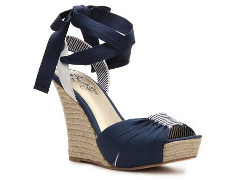 As if I need another pair of shoes... sigh, I love these though!  Seychelles - Arden Wedge @ DSW