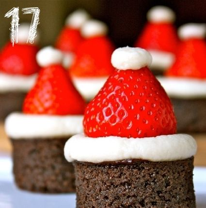 Toetjes idee: Brownie met slagroom en aardbei muts.