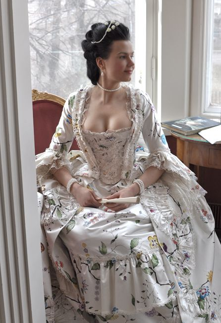 Before the Automobile: Hand painted robe à la Fra…